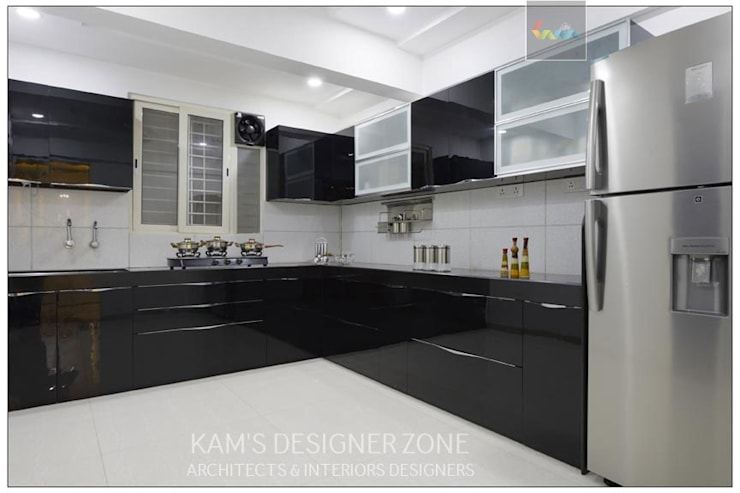 Modular Kitchen Interior Design:  Built-in kitchens by KAM'S DESIGNER ZONE