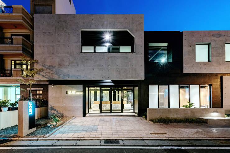 Espacios comerciales de estilo  de 創柞建築環境事務所, Industrial
