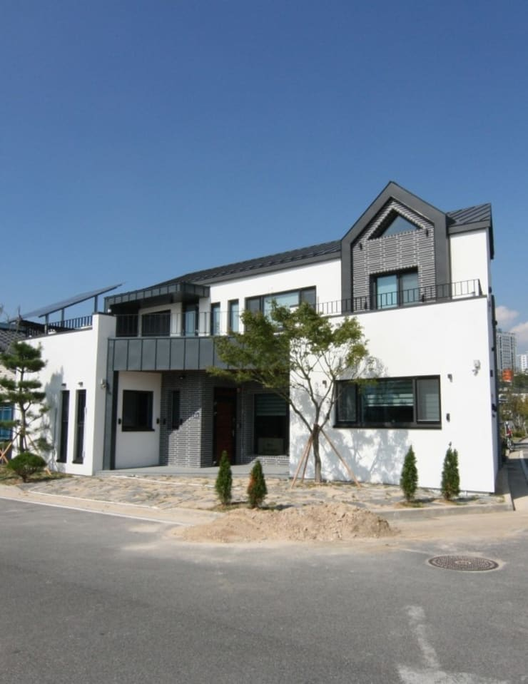 양산 물금 증산리 물금택지지구(A3-539-6) 단독주택: 피앤이(P&E)건축사사무소의  주택,
