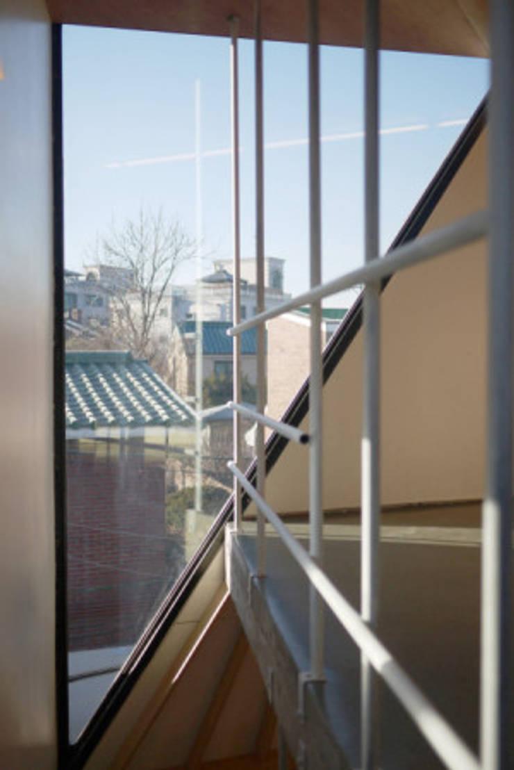 yoonzip – SAI: yoonzip interior architecture의  방,미니멀