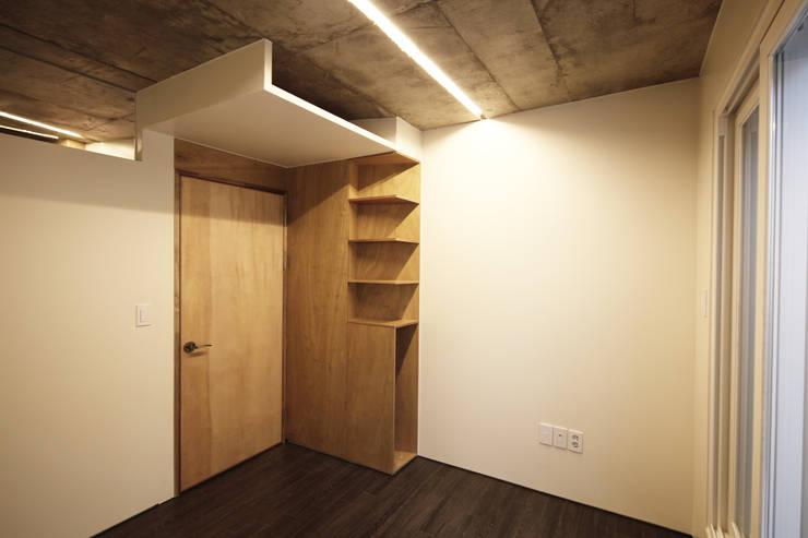 SAI_190  [바람이 불어오는 집]: yoonzip interior architecture의  방