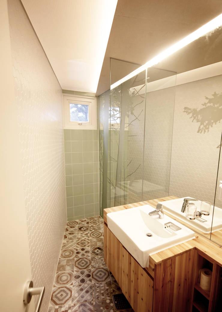 SAI_190  [바람이 불어오는 집]: yoonzip interior architecture의  욕실,미니멀