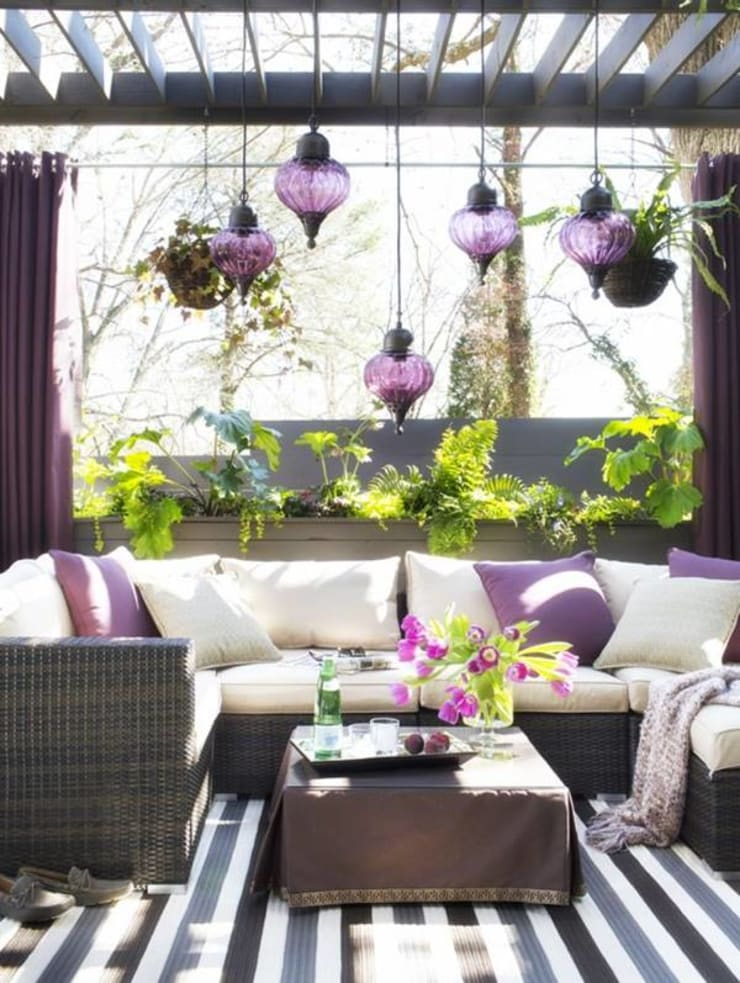 Making your outdoor spaces vibrant and colorful:  Garden  by Spacio Collections