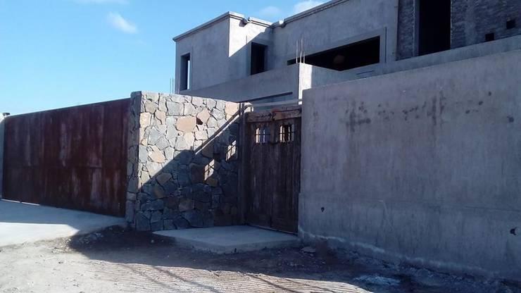 VIVIENDA UNIFAMILIAR: Casas de estilo  por CRUZAT ARQUITECTURA Y CONSTRUCCION