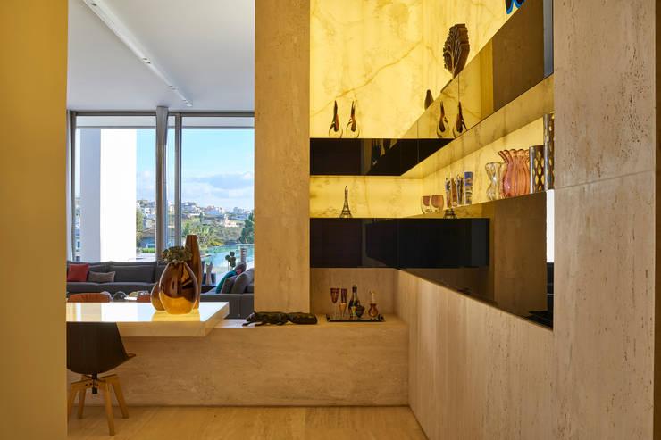 Casa em Nova Lima-MG: Sala de estar  por Lanza Arquitetos