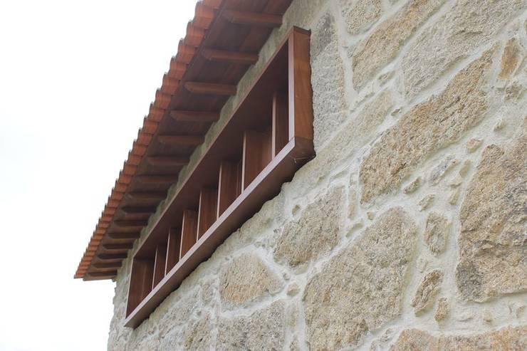 Reabilitação Moradia: Casas  por PRINCA
