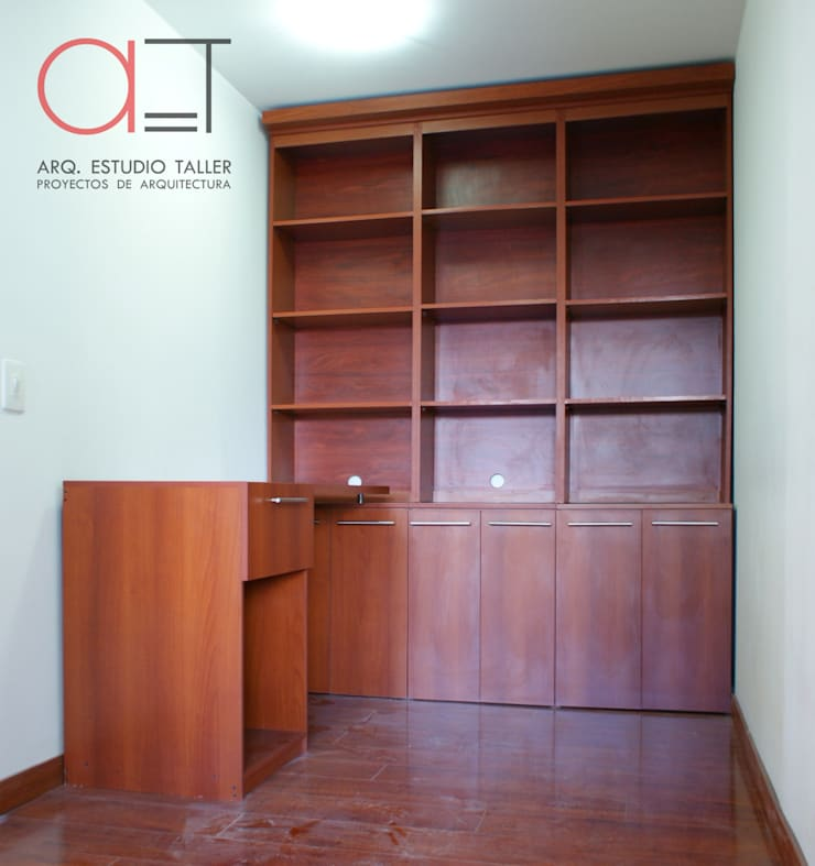 Escritorio y biblioteca:  de estilo  por Arq. Estudio Taller, Moderno Madera Acabado en madera