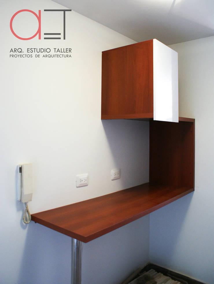 Barra comedor con mueble superior:  de estilo  por Arq. Estudio Taller, Moderno Madera Acabado en madera