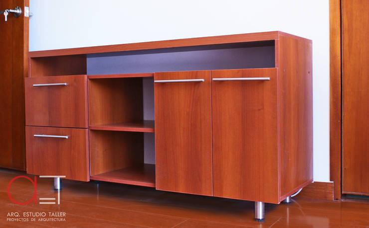 Mueble TV.:  de estilo  por Arq. Estudio Taller, Moderno Madera Acabado en madera