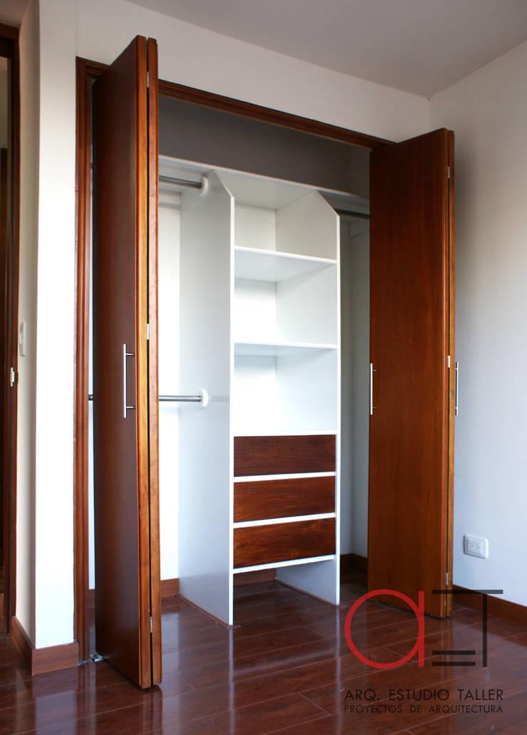 Closet para habitación:  de estilo  por Arq. Estudio Taller, Moderno Madera Acabado en madera