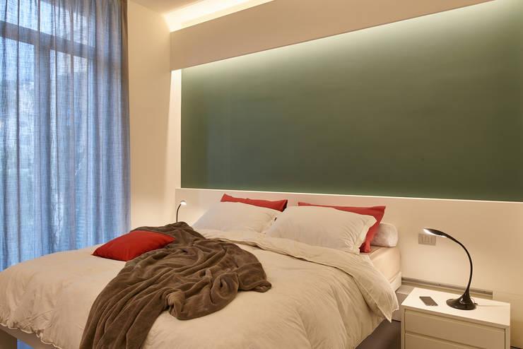 Dormitorios de estilo moderno de ArchiDesign LAB