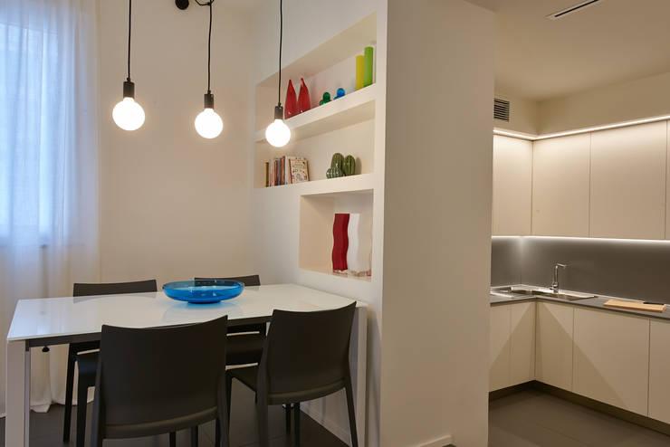 Salones de estilo moderno de ArchiDesign LAB
