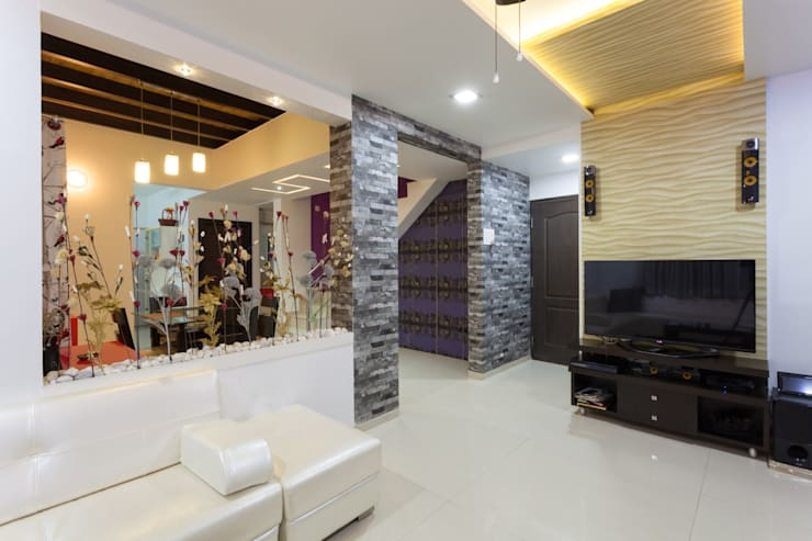 Entrance lobby with adjacent T V Unit in Living Hall.:  Living room by Spacecraftt Architects