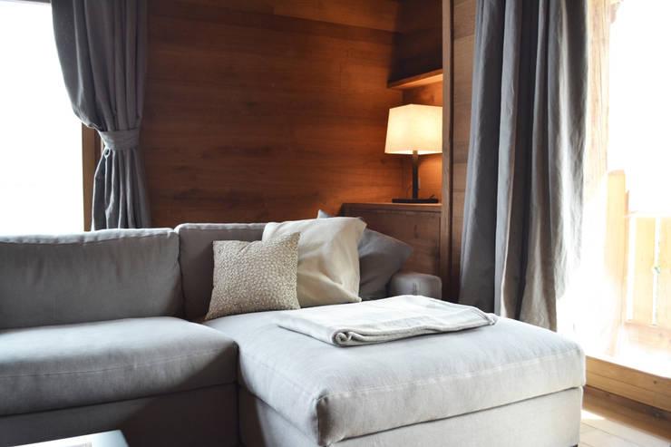 Salon scandinave par Andrea Rossini Architetto Scandinave