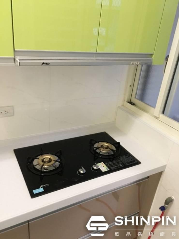 小資族租屋套房必備,蘋果綠+香檳色:  系統廚具 by 欣品系統櫃廚具
