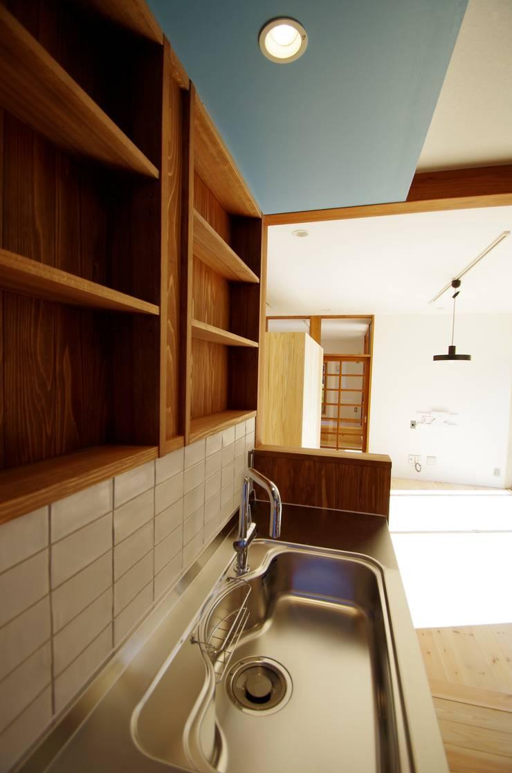 柏市K邸一戸建リノベーション: K+Yアトリエ一級建築士事務所が手掛けたリビングです。,