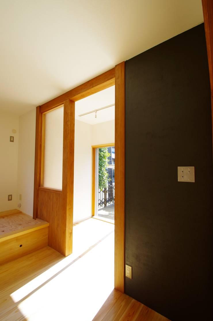 柏市K邸一戸建リノベーション: K+Yアトリエ一級建築士事務所が手掛けた書斎です。,