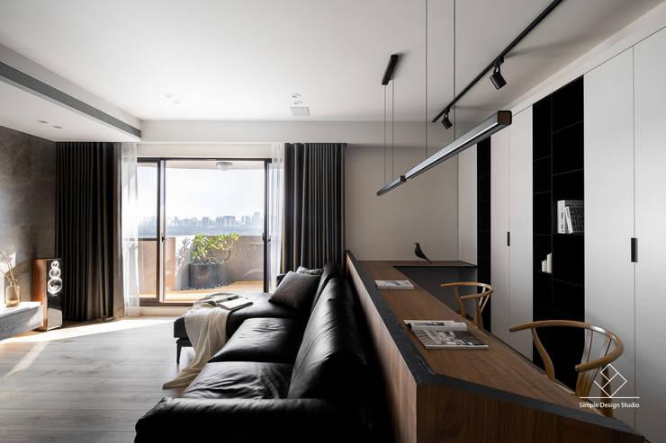 客廳書房區:  書房/辦公室 by 極簡室內設計 Simple Design Studio