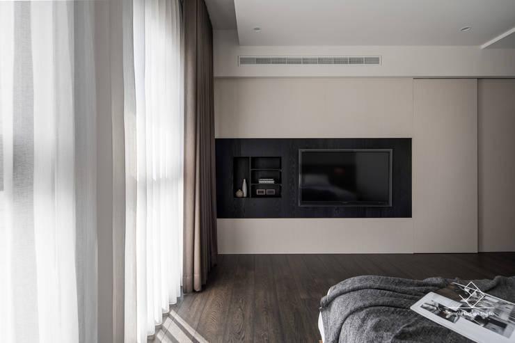 主臥電視牆:  臥室 by 極簡室內設計 Simple Design Studio