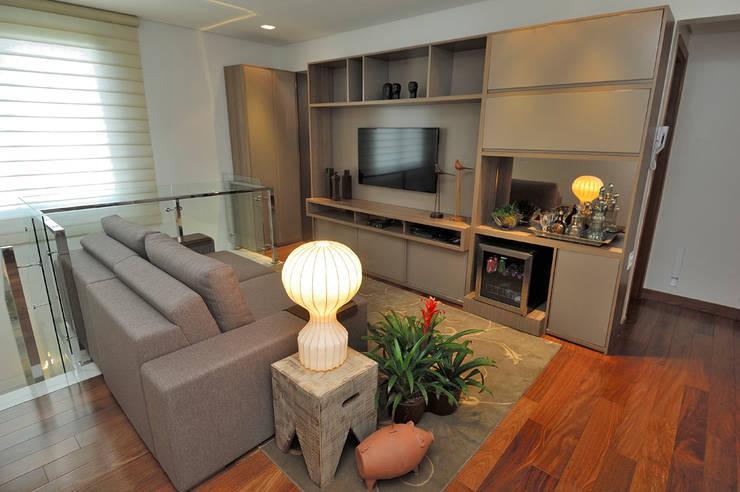 Salas de estilo  por Gislene Soeiro Arquitetura e Interiores