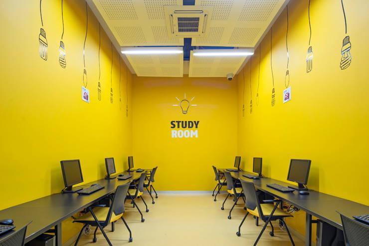Phòng học/văn phòng phong cách hiện đại bởi IAARQ (Ibarra Aragón Arquitectura SC) Hiện đại