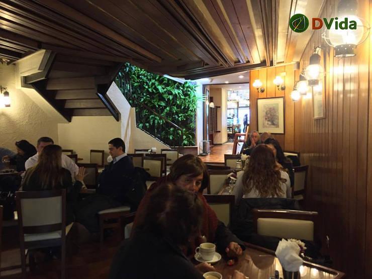 Jardín vertical al interior de tu negocio o edificio: Centros Comerciales de estilo  por DVida Jardines verticales