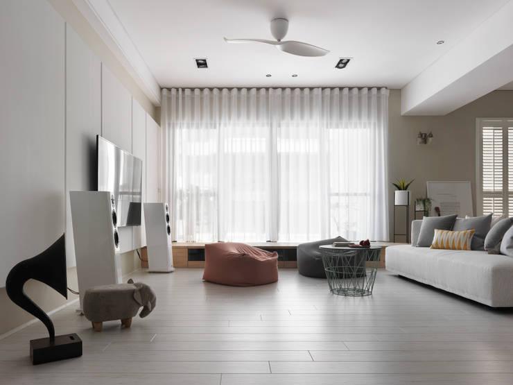 木星上的北歐幻想:  客廳 by 賀澤室內設計 HOZO_interior_design