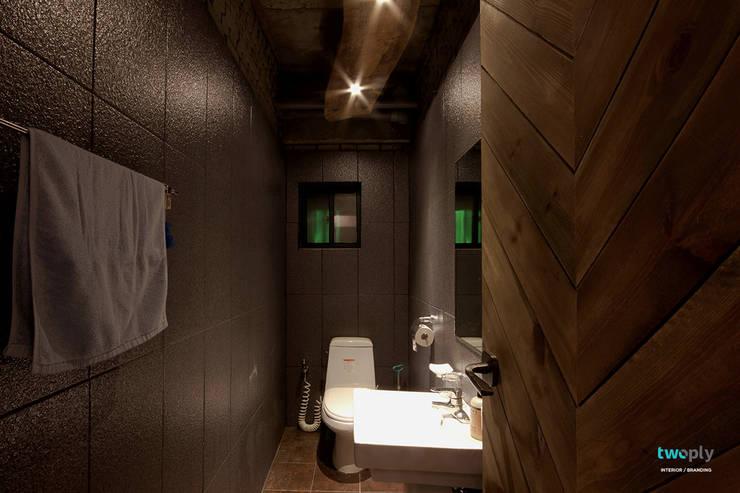 화장실인테리어 - 전주인테리어 상가주택 인테리어 30평 인테리어 - 위크앤드 -: 디자인투플라이의  욕실