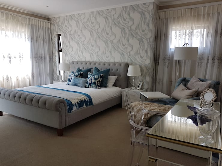 Navy & Teal Glamorous Bedroom:  Bedroom by Sophistique Interiors