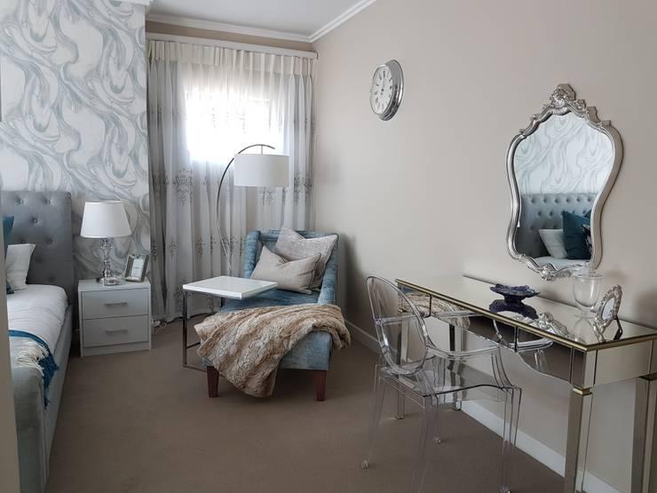 Chambre de style  par Sophistique Interiors, Moderne