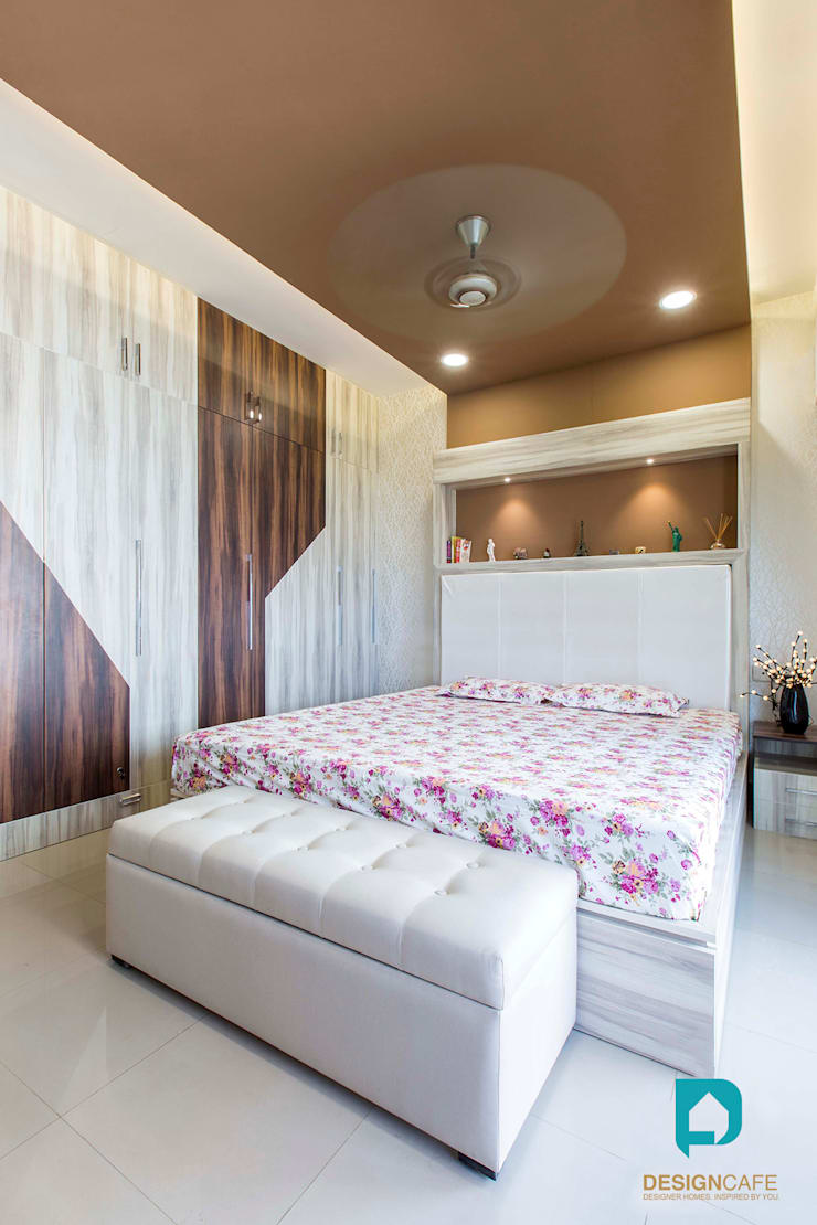 Palak and Vishal's- Residential Project:  Bedroom by Design  Cafe