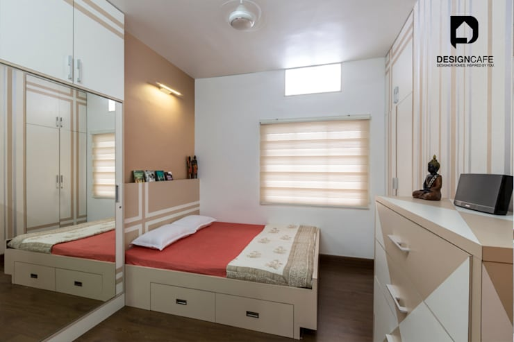 Pavan's Residence: modern Bedroom by Design  Cafe
