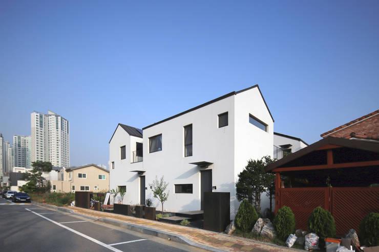 인천 논현동 도담가: 포머티브 건축사의  주택,