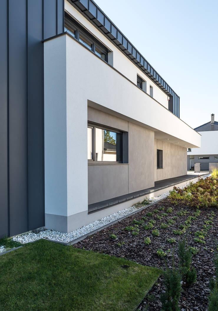 Dom jednorodzinny w Chybach koło Poznania: styl , w kategorii Domy zaprojektowany przez Offa Studio,