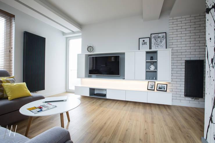 MIESZKANIE TRZYPOKOJOWE INSPIROWANE STYLEM SKANDYNAWSKIM: styl , w kategorii Salon zaprojektowany przez AAW studio,Skandynawski
