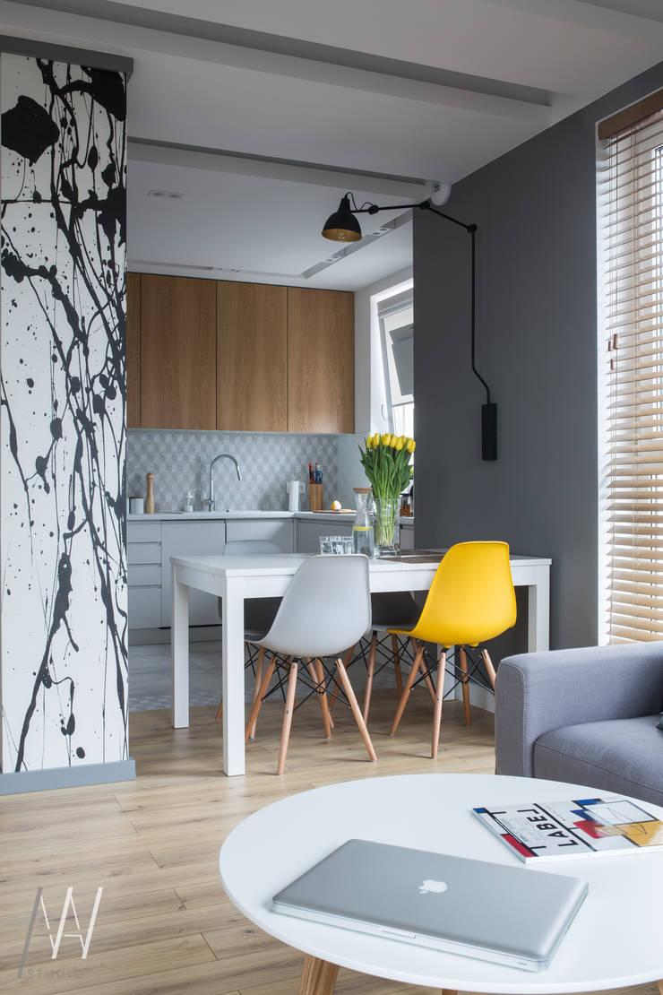 MIESZKANIE TRZYPOKOJOWE INSPIROWANE STYLEM SKANDYNAWSKIM: styl , w kategorii Jadalnia zaprojektowany przez AAW studio,Skandynawski