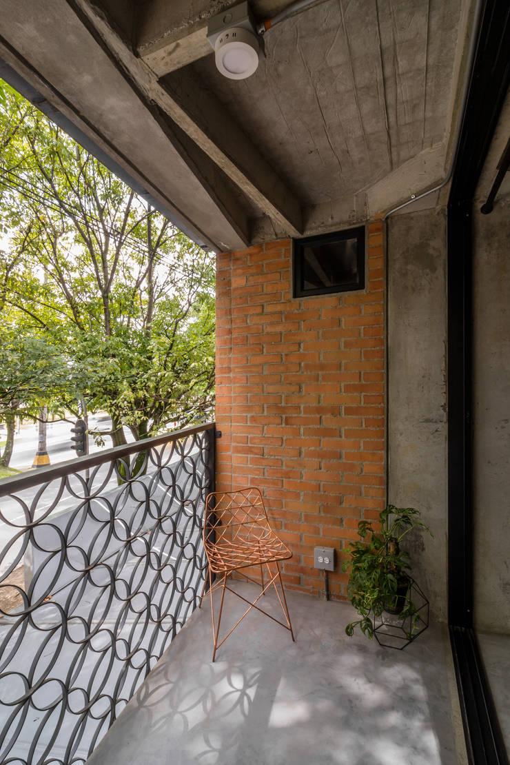 EDIFICIO 80 – 19: Casas de estilo  por PLANTA BAJA ESTUDIO DE ARQUITECTURA