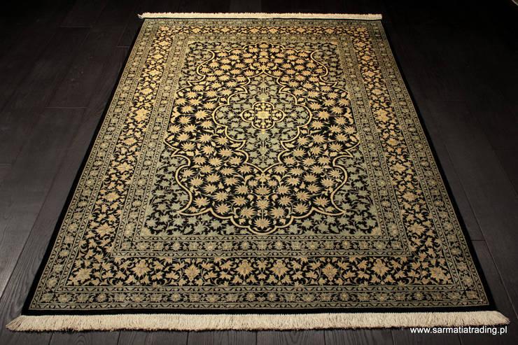 Dywan jedwabny Ghom Sygnowany: styl , w kategorii Ściany i podłogi zaprojektowany przez Sarmatia Trading
