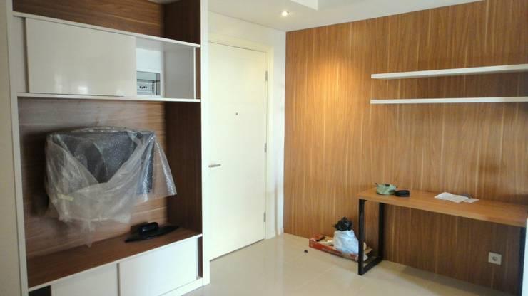 Old Project 2012:  Ruang Keluarga by Budi Setiawan Design Studio