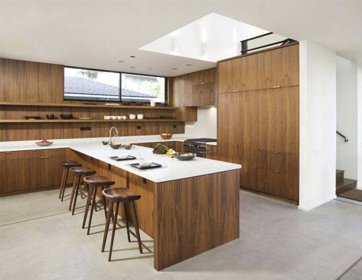 Bima Residence:  Dapur by Budi Setiawan Design Studio