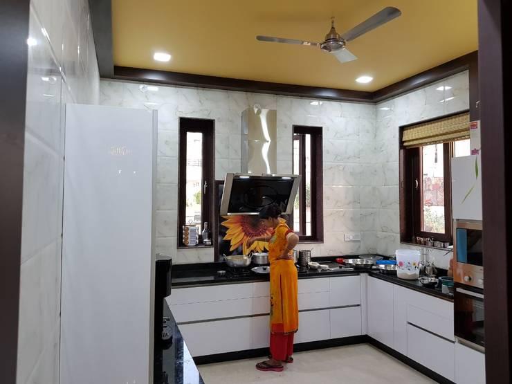 Kitchen: modern Kitchen by Arch Point