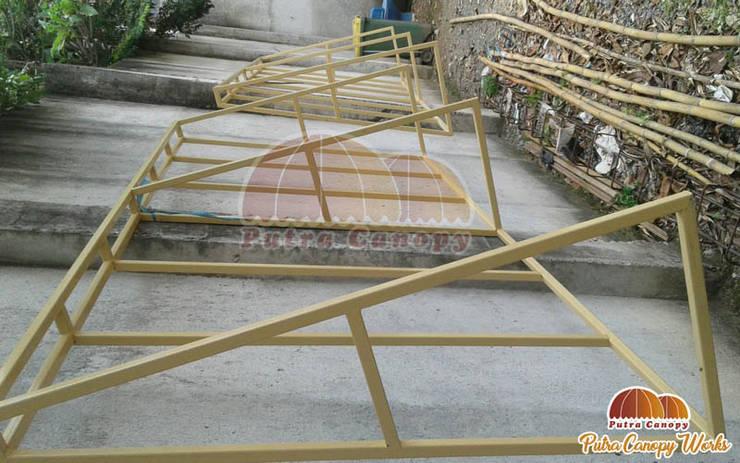 Rangka Besi Canopy Kain Jakarta Warna Cream:  Balconies, verandas & terraces  by Putra Canopy