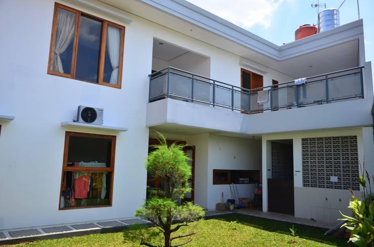 FACADE BELAKANG:  Rumah by PT.Matabangun Kreatama Indonesia