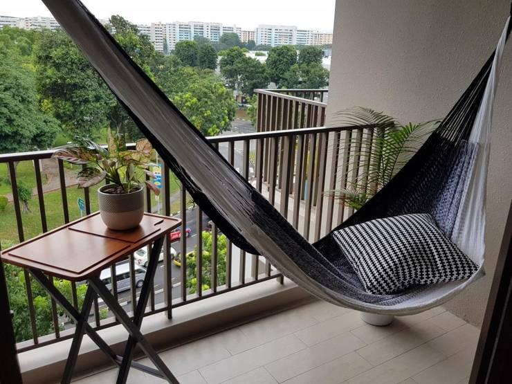 Luxury hammock on a condo balcony:  Balconies, verandas & terraces  by ZEN hammocks
