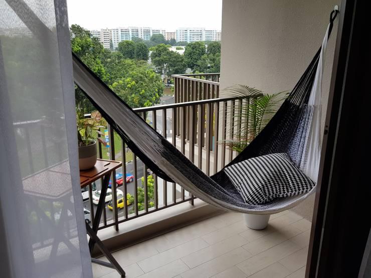 Premium quality hammock on a condo balcony:  Balconies, verandas & terraces  by ZEN hammocks