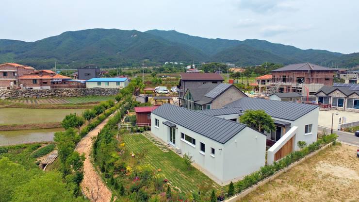 삼시세끼 하우스   *2017 전북건축문화상 금상*: 건축스튜디오 사람의  주택