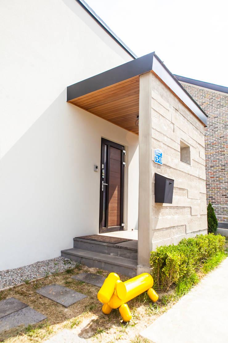 삼시세끼 하우스   *2017 전북건축문화상 금상*: 건축스튜디오 사람의  복도 & 현관