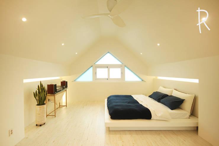 창원 14평 원룸 인테리어: 로하디자인의  방,모던