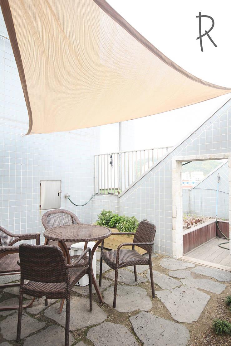 창원 14평 원룸 인테리어: 로하디자인의  베란다,모던