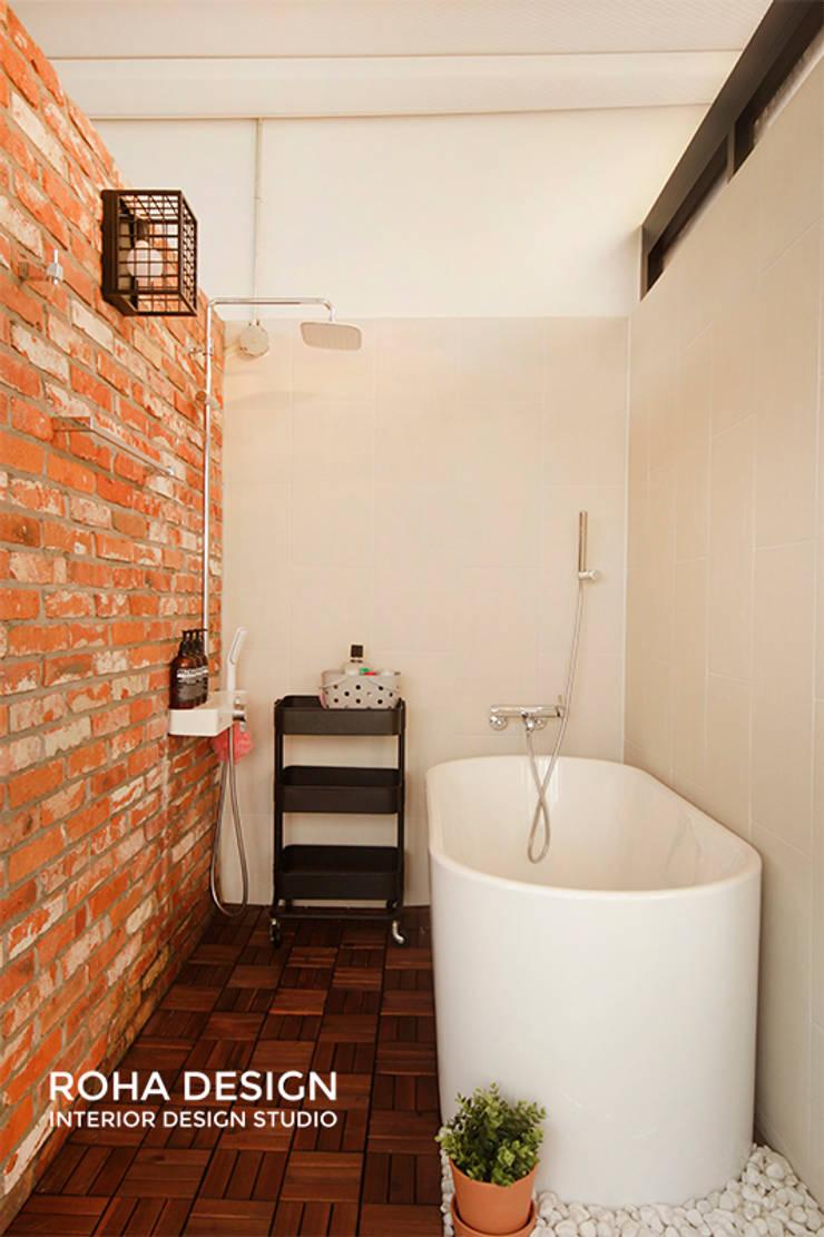 부산 복층 펜트하우스 테라스 인테리어: 로하디자인의  욕실